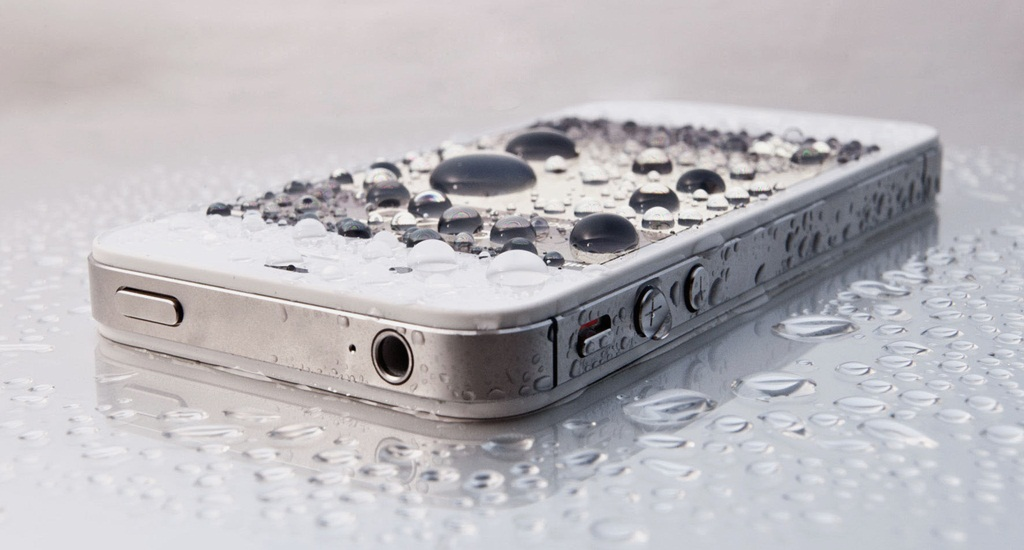 How To Repair Water Damaged Cell Phones In 4 Steps – Easy Guide