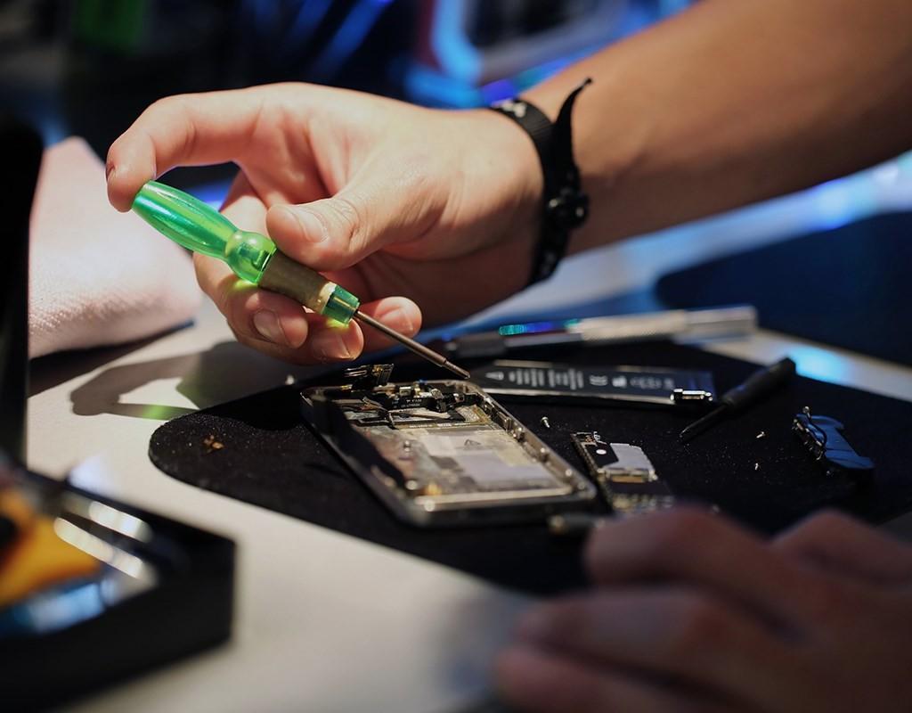 6 Advantages of Choosing Mobile Phone Repair As a Career